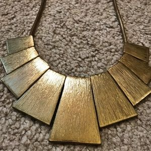 Jewelry - Gold colored necklace